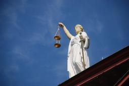 case-law-677940_960_720